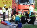 Fietser geschept door vrachtwagen in Delft