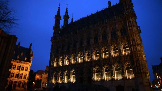 """Historisch stadhuis krijgt subtiele uitlichting: """"Maar de torens worden een lichtbaken in de Leuvense skyline"""""""