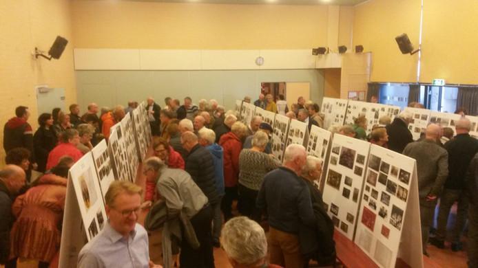 De expositie met foto's van Riel werd zondag druk bezocht.
