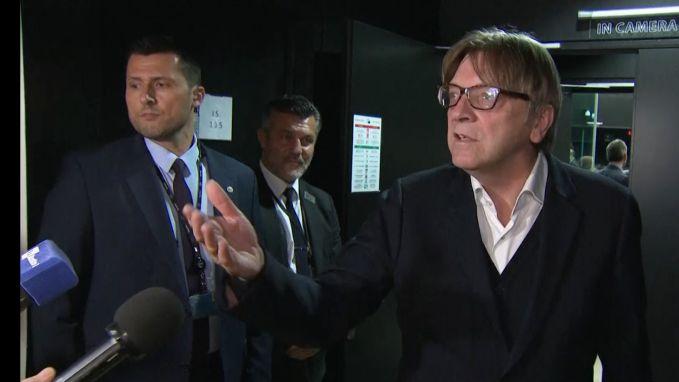 Kwade Verhofstadt is vragen van (Britse) journalisten beu