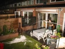 Buurtbewoners voorkomen dat felle tuinbrand overslaat naar woning in Dieren