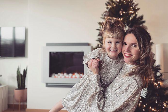 """Tine met dochter Aurélie: """"Voor een alleenstaande mama loopt de factuur voor opvang snel op"""""""