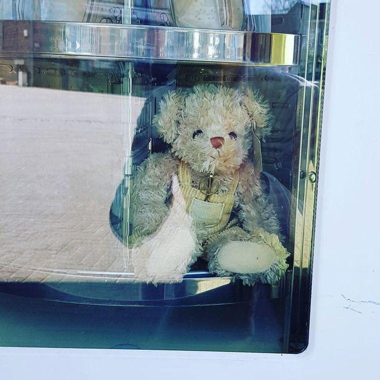 Zoek naar de teddyberen in het straatbeeld: Bakkerij Ruben Cools op het Kachtemseplein in Kachtem.