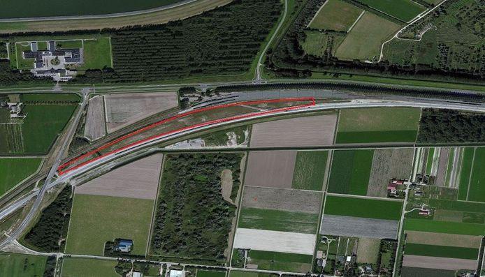 De met rode lijnen omgeven locatie wordt voorlopig geen onderhoudswerkplaats van de NS in Lelystad.