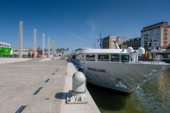 De MS Modigliano mocht als eerste gebruik maken van de terminal.
