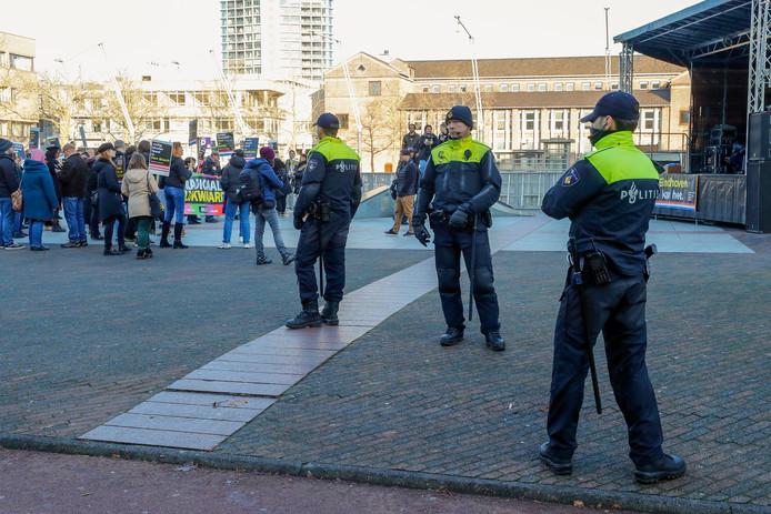 Op en rond het Stadhuisplein hield de politie alles in de gaten.