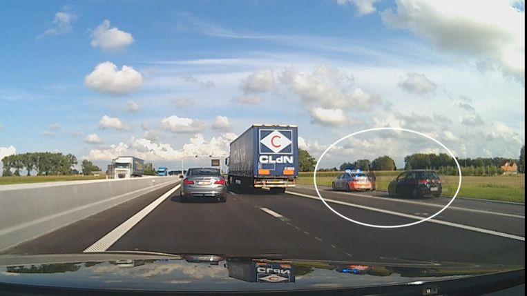 De eerste dag dat de snelweg open was, werd er al een bestuurder aan de kant gezet die de verkeersregels overtreden had.