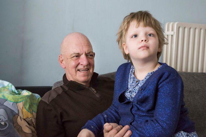 Jean-Pierre Voncken en zijn dochtertje Sofie. Het meisje heeft een zware vorm van epilepsie.