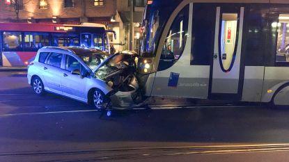Autobestuurder gewond bij aanrijding met tram in Sint-Gillis