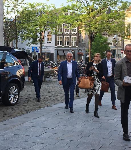 Utrechtse ambtenaren pakken dienstauto, provinciebestuurder op de fiets: 'Een rare vertoning'
