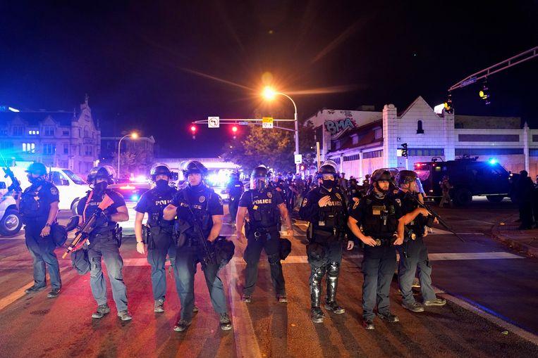 Agenten blokkeren de weg in Louisville, Kentucky. Beeld REUTERS