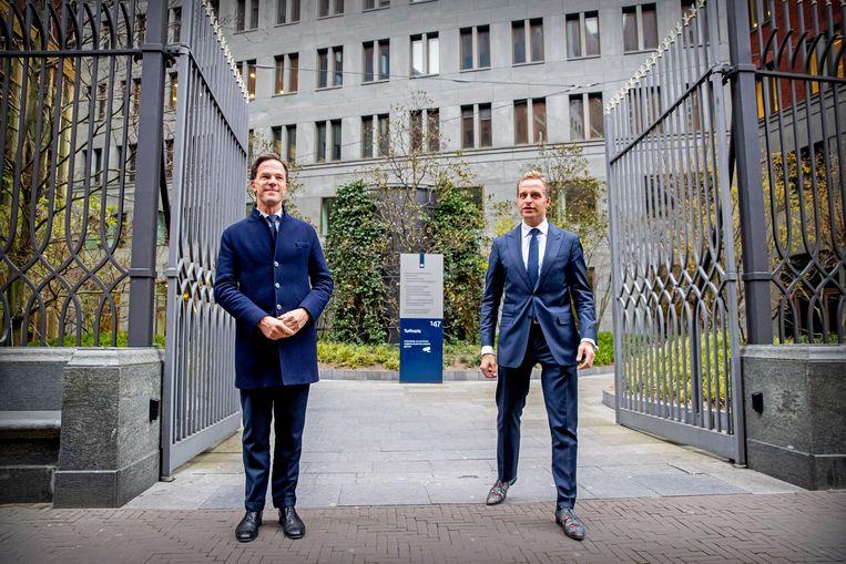 Premier Mark Rutte en minister Hugo de Jonge van Volksgezondheid donderdag na afloop van het coronacrisisberaad in het gebouw van het ministerie van Justitie. Beeld Patrick van Katwijk / BSR Agency