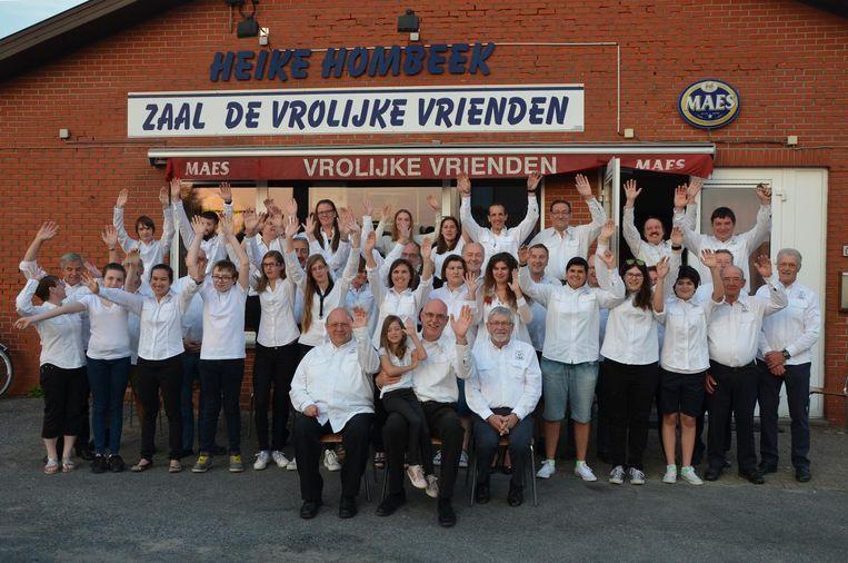 De leden van de Koninklijke Fanfare bouwen een feestje voor hun 120ste verjaardag.