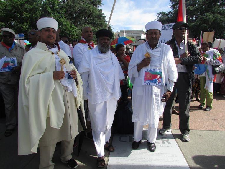 De priester Keshi Afewerki (midden) uit Rotterdam demonstreert oktober vorig jaar in Genève tegen een kritisch VN-rapport over mensenrechtenschendingen in Eritrea. Beeld