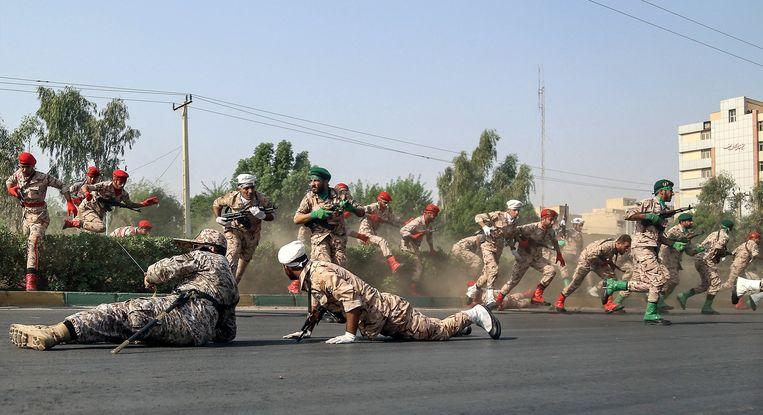 De verzetsgroep Asmla zou betrokken zijn geweest bij een aanslag in 2018 op een militaire parade in de Iraanse stad Ahwaz.  Beeld EPA