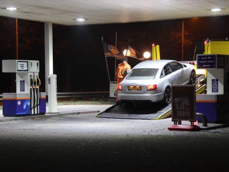 Bestuurder onder invloed met gestolen auto van N35 bij Haarle geplukt