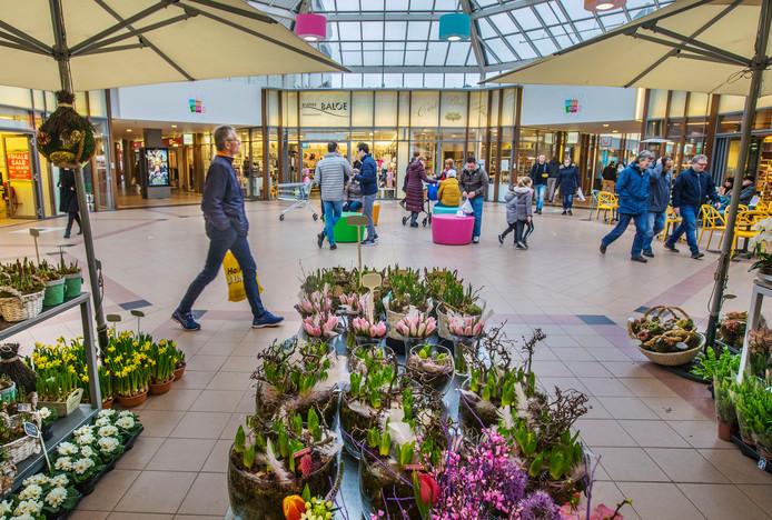 Winkelcentrum Rokkeveen in Zoetermeer doet het goed als klein buurt winkelcentrum.
