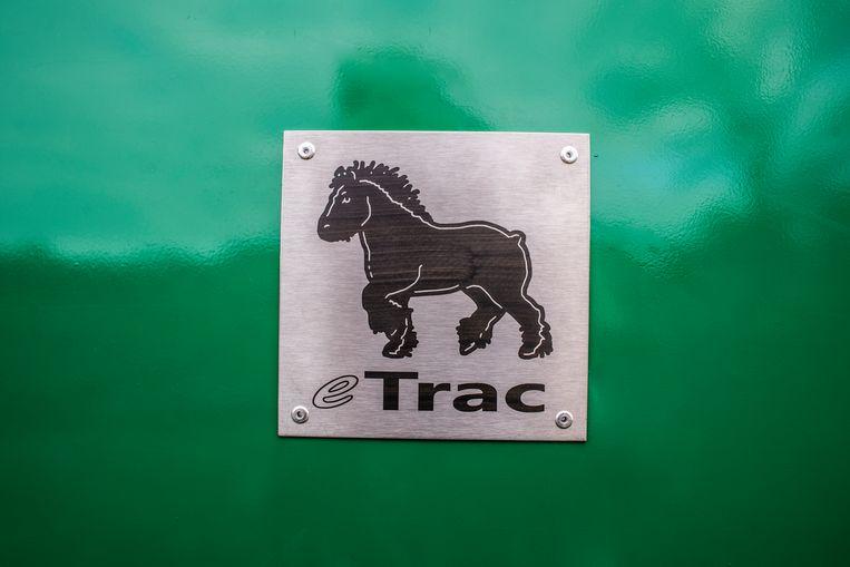 Het logo van de eTrac is niet voor niets een stevig Belgisch trekpaard.  Beeld Roos Pierson
