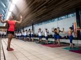 'Kromo' geeft Nijmeegse zwemmertjes les