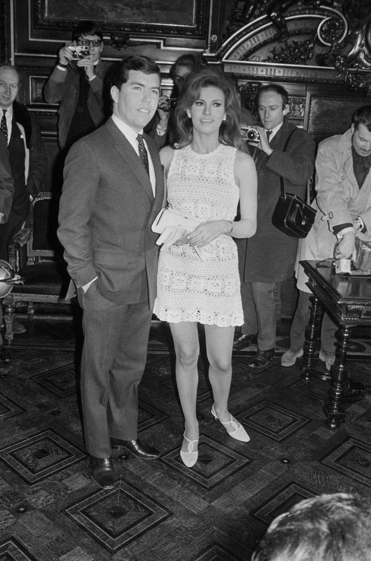 Het huwelijk van Raquel Welch en Patrick Curtis in Parijs, 1967.  Beeld Gamma-Keystone via Getty Images