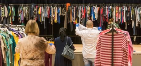 Het gaat om meer dan nieuwe kleren bij de kledinguitgifte in Helmond