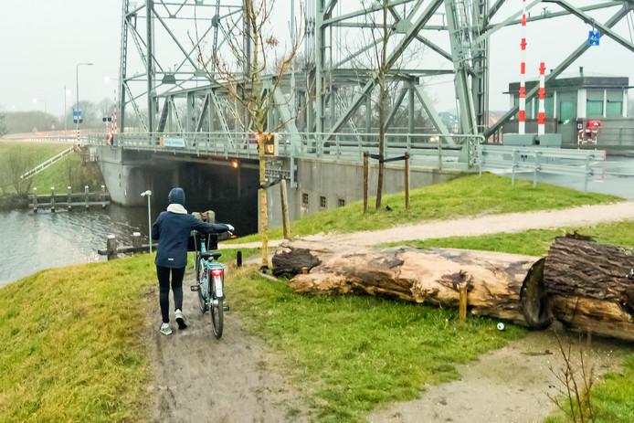 De bruggen in Alphen en omgeving blijven vandaag omlaag.