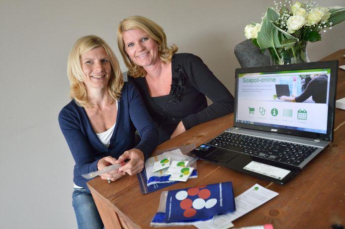 Klazien Visser en Marlous Lasschuyt (rechts), oprichters van Soapoli-online.