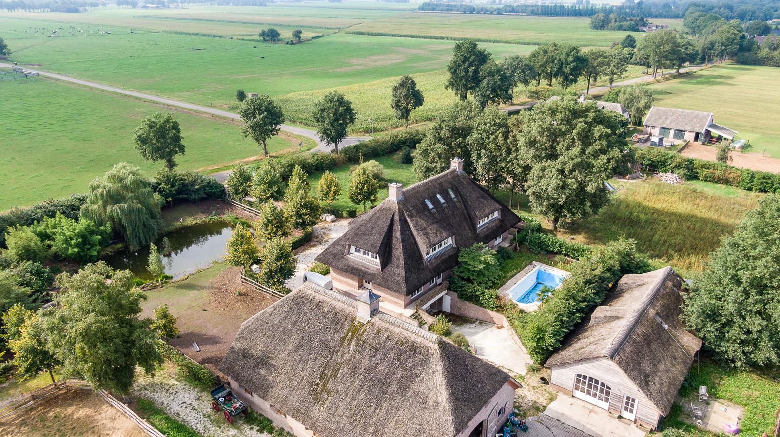 De villa aan De Haar 15 staat te koop.