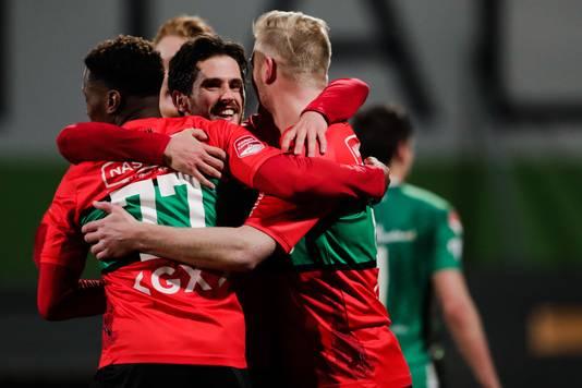 Jonathan Okita, Jordy Bruijn en Mart Dijkstra vieren de 1-1