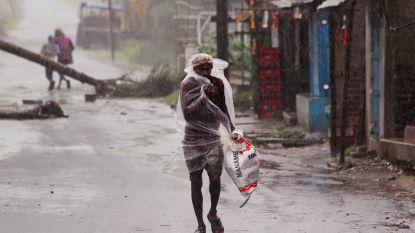 Zeker 106 doden door cycloon: vrees voor enorme verspreiding coronavirus na massa-evacuatie India