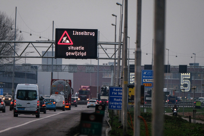 Drukte deze week op de A12 bij Westervoort. Foto : Jan Ruland van den Brink