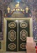 Jarenlang ging achter deze deuren een kast verscholen. Nu is het weer de officiële toegangsdeur naar de trouwzaal.