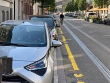 Experiment met gele markeringen om parkeerplaatsen voor bewoners aan te duiden