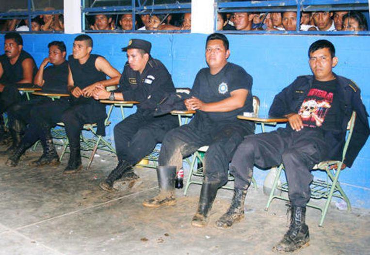 De boeren gijzelden vorige maand 29 politieagenten.