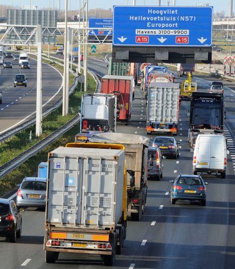 CNV: laat vrachtwagenchauffeurs overnachten in hotel