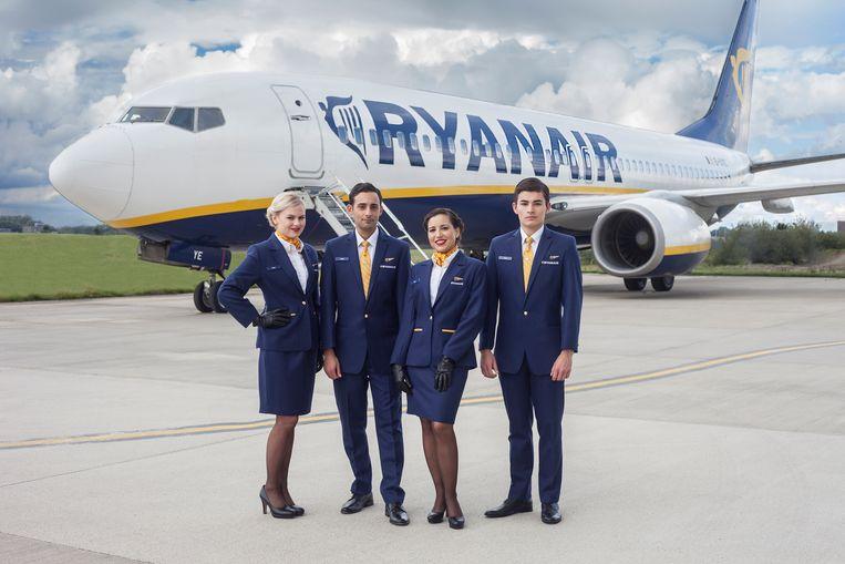 Uit naam van Ryanair werden brieven verstuurd naar bemanningsleden die niet genoeg verkochten aan boord van vluchten.