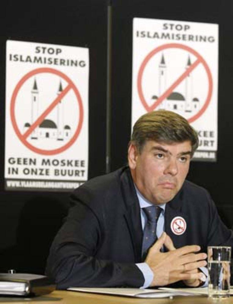 Bij de verboden betoging in Brussel werden Dewinter en Vanhecke opgepakt.
