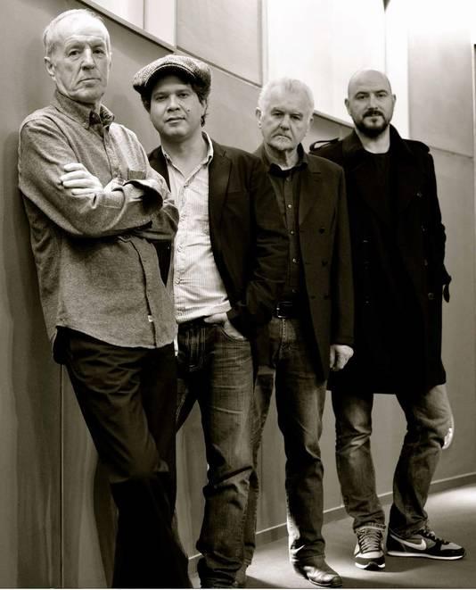 The Animals & Friends met op de voorgrond John Steel.