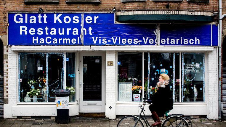 Na de aanval op restaurant HaCarmel bleek na twee dagen onderzoek dat het Openbaar Ministerie de verdachte niet voor terrorisme vervolgt Beeld anp