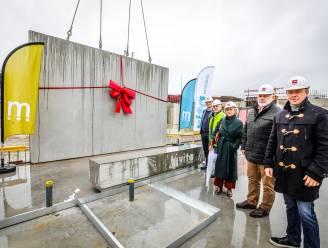 """Eerste steen gelegd van nieuw zwembad en sportcomplex: """"Dit is een sleutelproject voor Middelkerke"""""""