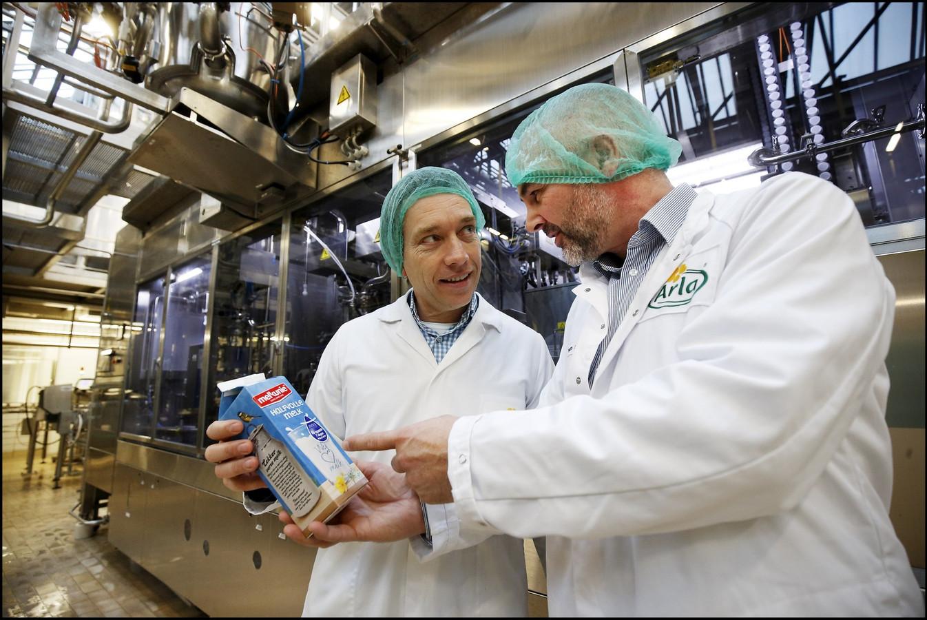 Bas Padberg en Bas van Schaik met het nieuwe melkpak