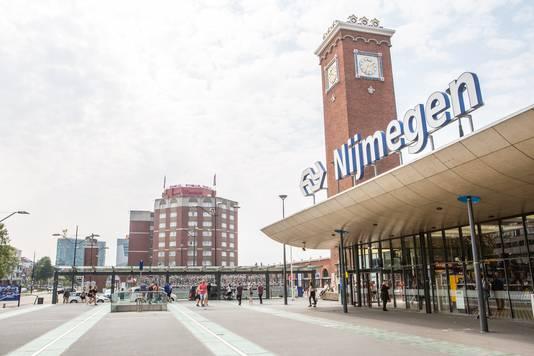 Station Nijmegen  De Gelderlander DG Nijmegen Centraal Station in Nijmegen