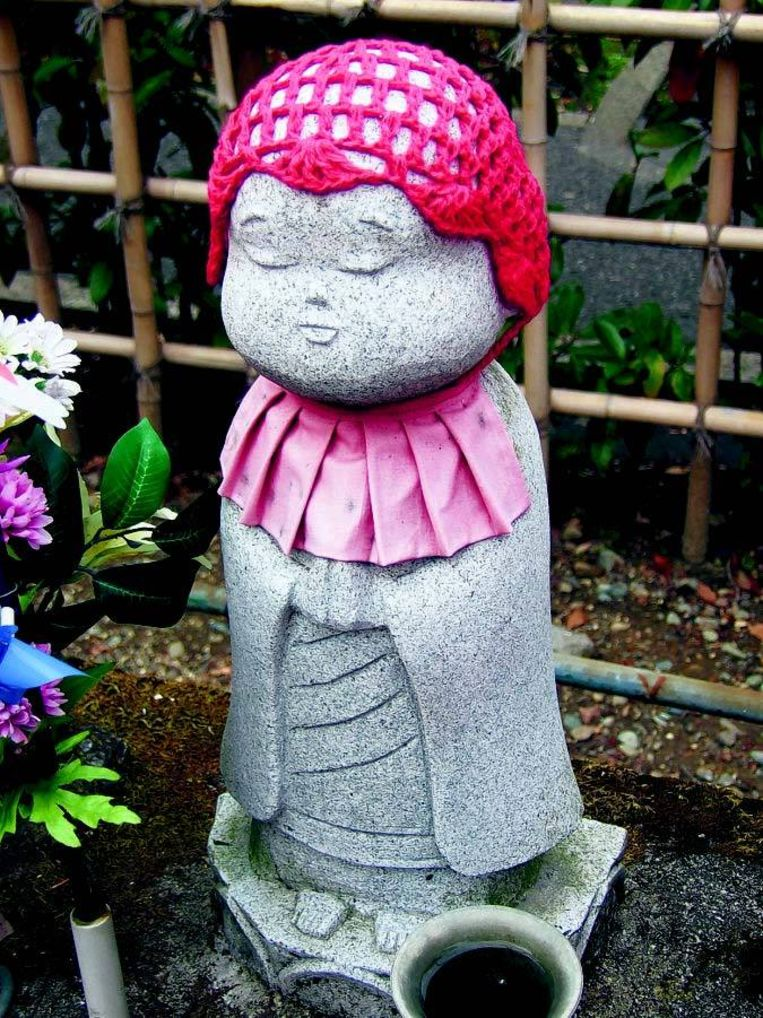 Een mizuko. Deze beeldjes symboliseren de zielen van de geaborteerde foetussen. FOTO © MARI SALBERG Beeld