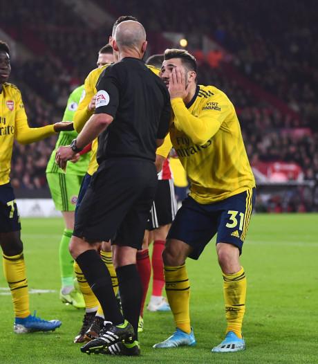 VAR en arbiter Dean de gebeten hond bij Arsenal