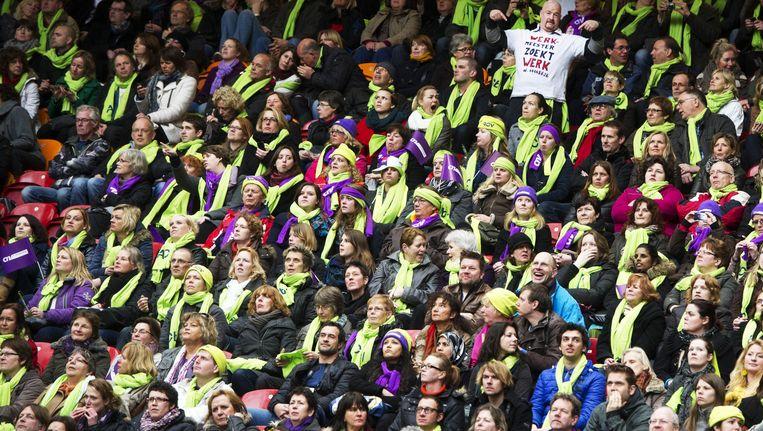 Leraren en leraressen uit het basisonderwijs zijn verzameld in de Amsterdamse Arena voor het protest van de onderwijsbonden tegen de voorgenomen bezuinigingen in het passend onderwijs, begin dit jaar. Beeld ANP