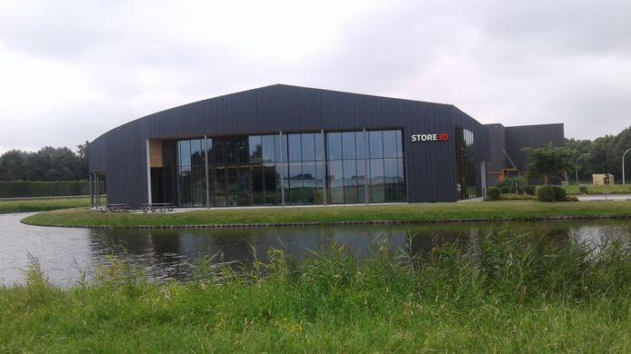 Het exterieur van Store3D in Nieuwkuijk: veel hout en hoog glas.