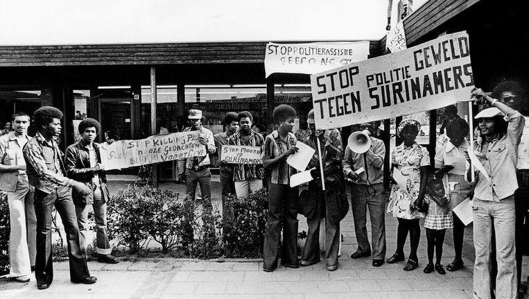 Protest op het Bijlmerplein in 1975. De mensen op de foto komen niet voor in dit artikel. Beeld George verberne