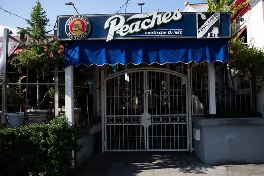 De Peaches cocktailbar waar de Amerikaanse vrouw ondanks haar quarantaineverplichting uitging.