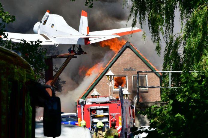 Een huis nabij het industrieterrein in Duiven gaat ook in vlammen op.