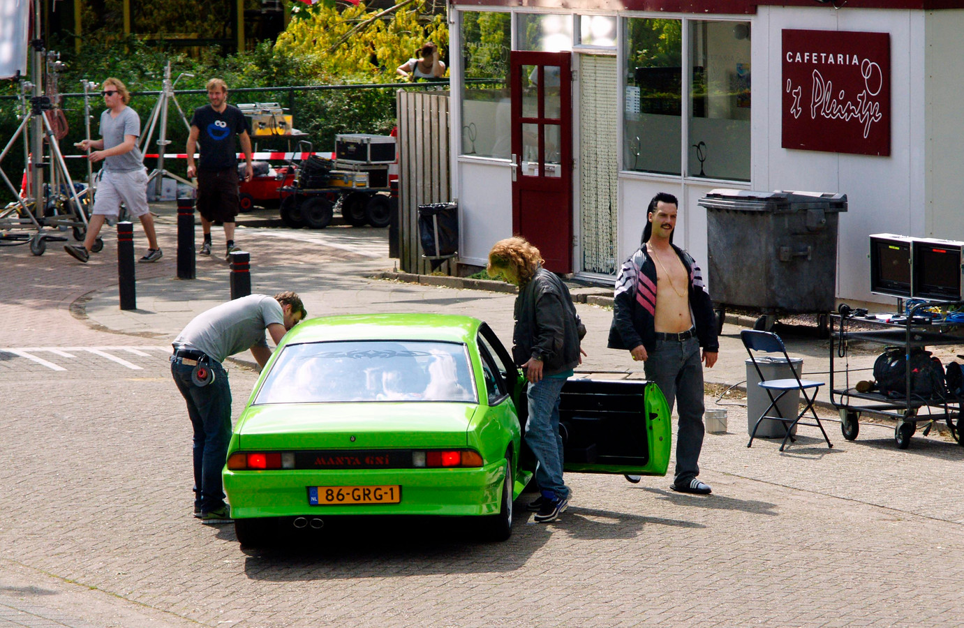 Het oude, ietwat vervallen frietkot 't Pleintje, dat internationaal faam verwierf door de New Kidsopnamen, wordt gesloopt.